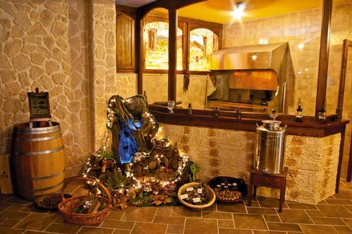 Ristorante la via delle taverne atripalda for Foto di taverne arredate